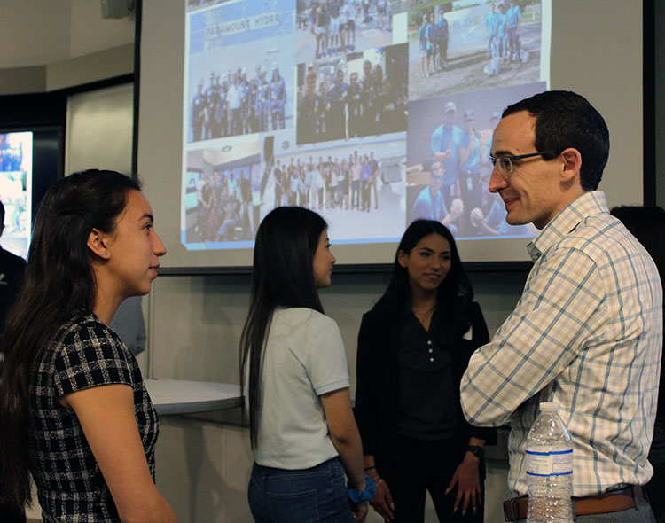 Students learn about internship opportunities during Internship Week.